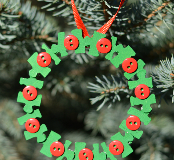 wreath ornament feature